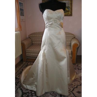 Saténové svatební šaty s vlečkou - velikost 38