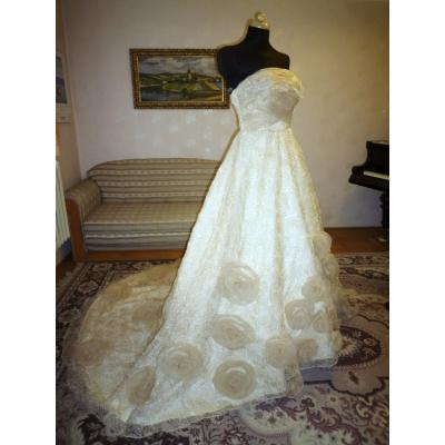 Svatební šaty s vlečkou - velikost M