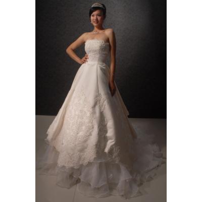 Romantické svatební šaty s vlečkou - velikost M