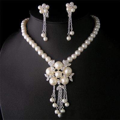 Perlový náhrdelník s náušnicemi