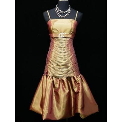 Zlatavo měděné koktejlové šaty