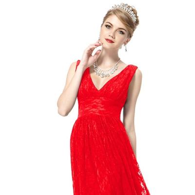 Červené krajkové koktejlové šaty