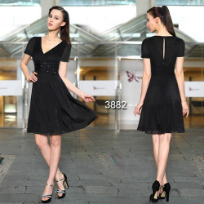 Černé koktejlové šaty s rukávky
