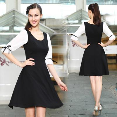 Černo bílé koktejlové šaty s rukávy