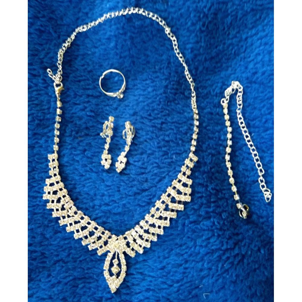 Štrasový náhrdelník, náušnice, náramek a prstýnek